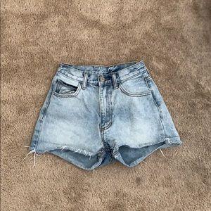 Light wash high waist cute jean shorts